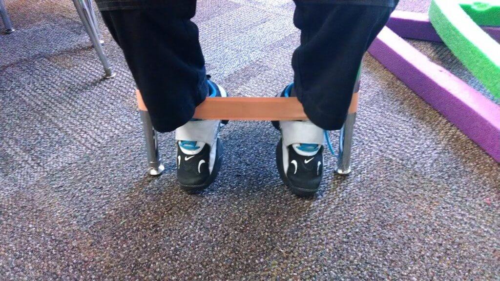 רגל קופצנית -רצועה לכיסא