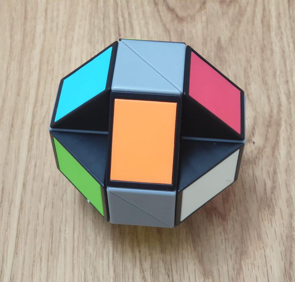 קוביית נחש אוריגמי צבעונית